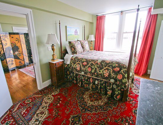 Queen Suite Bedroom Located On The Third Floor With A Street