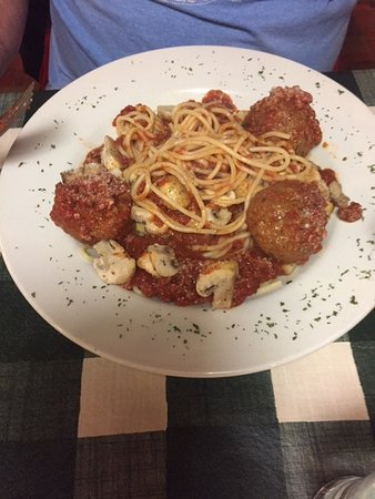 Fort Erie, Canadá: spaghetti and meatballs