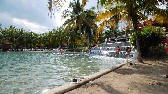 Dann Combeima Ibague: Por ser huésped te hacen descuento para ingresar a Playa Hawaii.