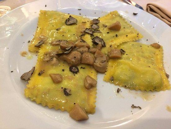 Da Filandro: ravioli funghi e tartufo