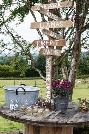 Edgworth, UK: Quirky wedding venue