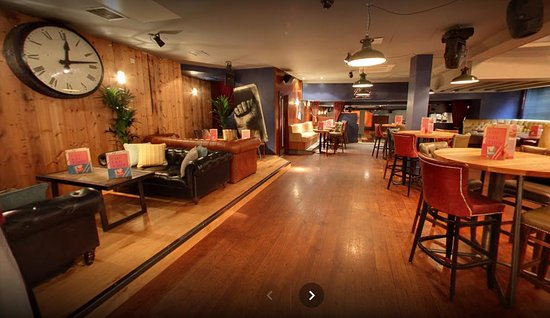 Revolution: Club Room