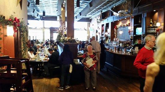 Apex, Carolina del Norte: Downstairs seating & bar
