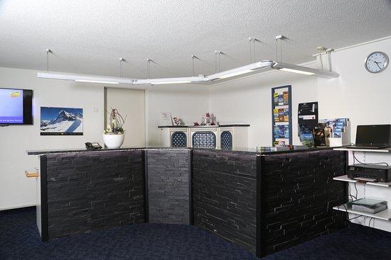 Hotel Crystal Interlaken: Hotel Lobby