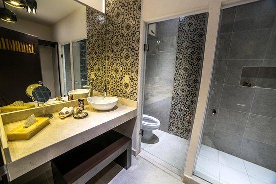 Hotel Riviera del Sol: Baño Master Suite Double