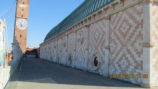 Veduta del muro esterno dalla terrazza superiore - Picture of ...
