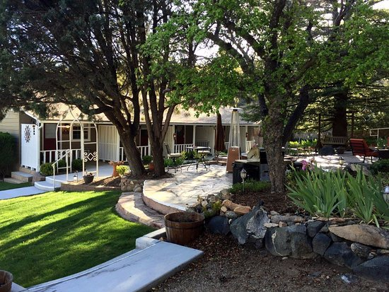 Prescott Pines Inn Bed and Breakfast : Patio House and Largest Patio