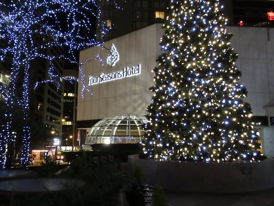 Four Seasons Hotel Vancouver: Nicely lit for the holidays!