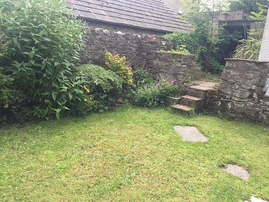 Bellerby, UK: The Cross Keys Garden