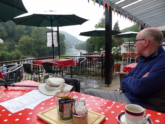 Symonds Yat, UK: View from the terrace having taken shelter from the rain!