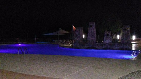 We-Ko-Pa Resort & Conference Center: Night view of one of the two pools. Other one was down for cleaning.