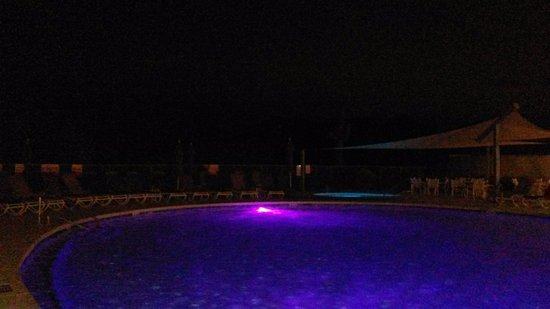 We-Ko-Pa Resort & Conference Center: Night view of 1 of the hotels pool and jacuzzi's.
