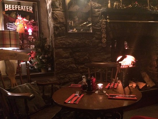 Penderyn, UK: A 5 minute drive - The Red Lion Pub, absolutely gorgeous food and two fireplaces, very friendly
