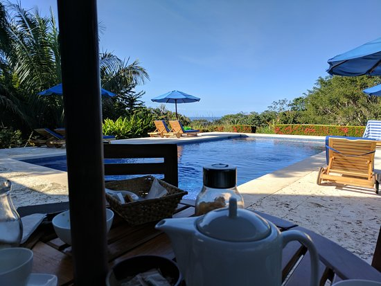 Manzanillo, Costa Rica: Breakfast by the pool