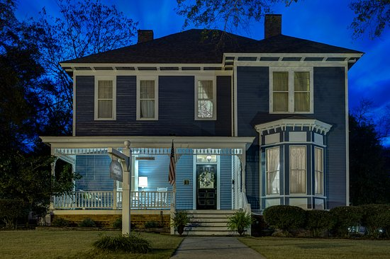 Auburn, AL: Beautiful 1890 Victorian Home
