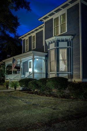 Auburn, AL: Nighttime Porch Life