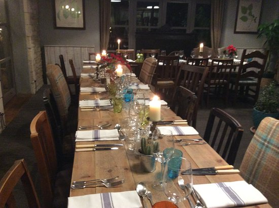 Whitley, UK: Table all set for birthday dinner