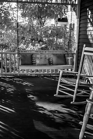 Auburn, AL: Relaxing Front Porch