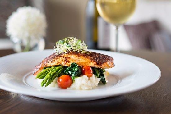 10 Below Restaurant & Lounge : Bronzed Pacific salmon