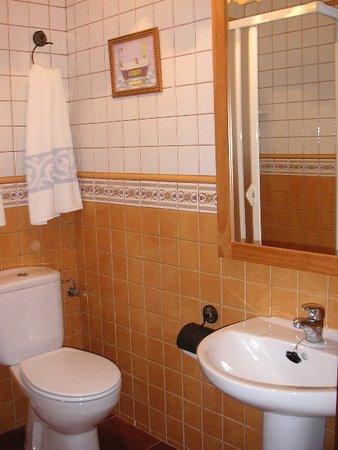 Aranda de Moncayo, Hiszpania: Baño habitación doble