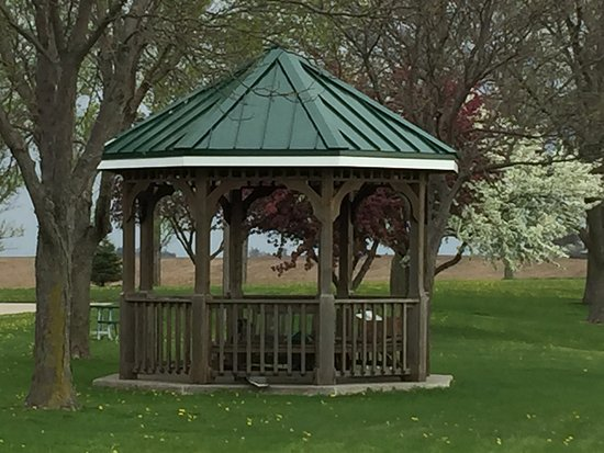 Williamsburg, Айова: Gazebo on Property Grounds