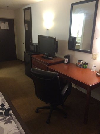 Gaffney, SC: Flat Screen HDTV with Premium Channels Free, as well as a business desk and chair.