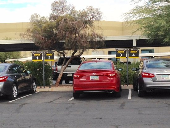 Hilton Phoenix Airport: Hertz pick up at Hotel