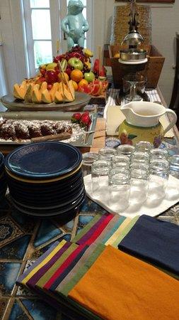 Key West Bed and Breakfast: Breakfast buffet