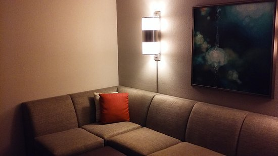 Johns Creek, GA: Comfy seating area of suite