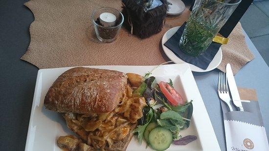 Hoek van Holland, เนเธอร์แลนด์: Broodje pittige kip met champignons