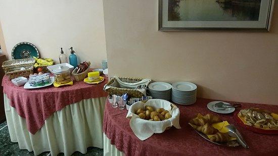 Albergo Ristorante Flora: buffet colazione