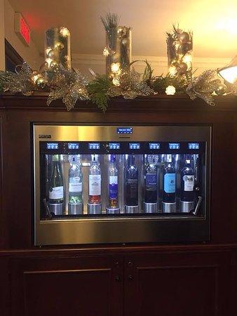 Hôtel Château Bellevue : Wine machine in the lobby