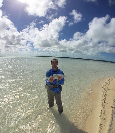 Acklins Island: Endless flat with huge schools of bonefish