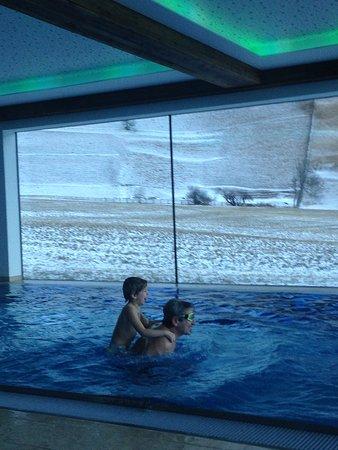 Hotel Trenker: La piscina con vista panoramica