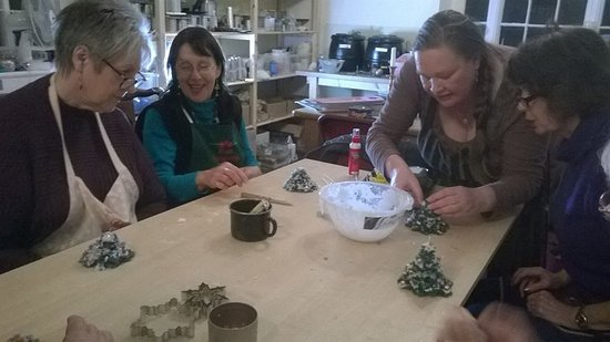 Dwyran, UK: Step by step instruction in candle craft