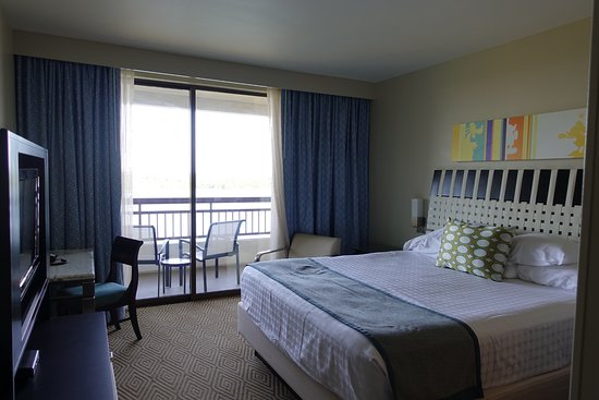 Bay Lake Tower at Disney's Contemporary Resort: Master Bedroom, King Bed