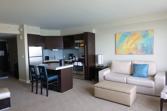 Bay Lake Tower at Disney's Contemporary Resort: kitchen/living area