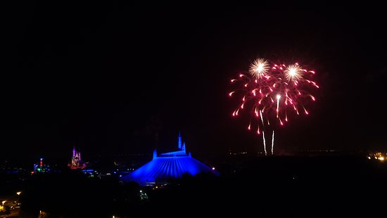 Bay Lake Tower at Disney's Contemporary Resort: fireworks from balcony view