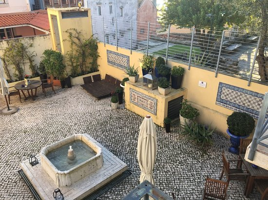 Solar Do Castelo: The peacefull courtyard
