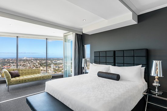 ‪Meriton Serviced Apartments World Tower‬