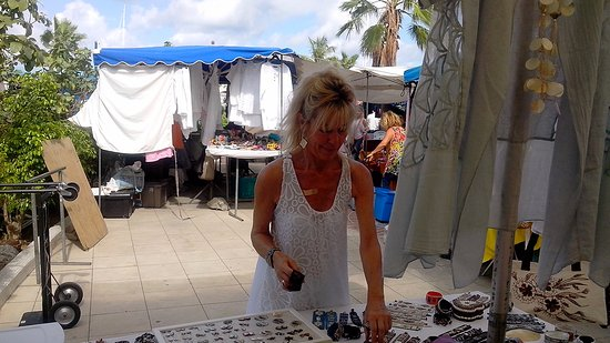 Marigot, St. Maarten: Don t miss this spot Beautiful stuff and correct prices