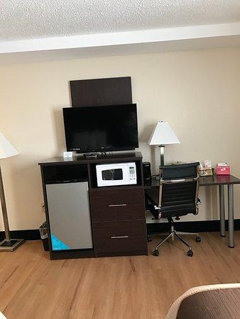 Batavia, NY: Mircowave and fridge in every room