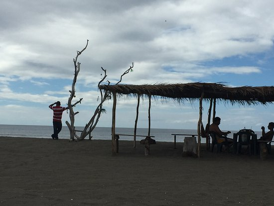 Playa Poneloya: View of the restaurant's ranchero