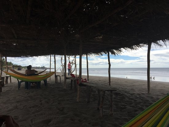 Playa Poneloya: View of the shoreline.