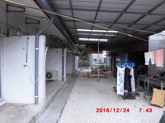 Kuro-shima Taketomi-cho, Japan: 共有スペースはマサさん手造り