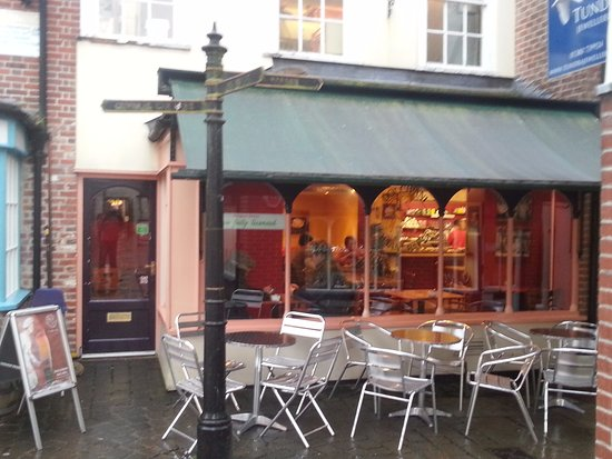 Devizes, UK: Too cold to sit outside today....