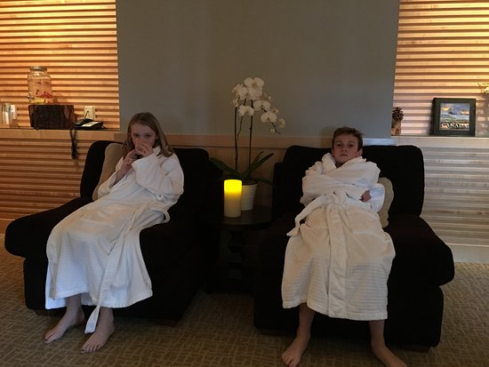kids waiting for special kids massage at spa