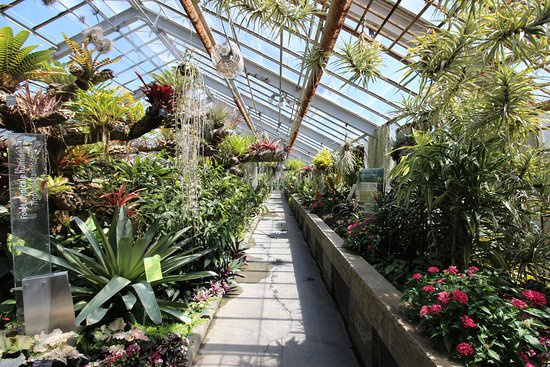 Montreal, Canada: one of many walkways through the gardens
