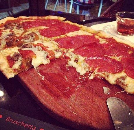 Santa Ana, Costa Rica: Pizza mitad con todo y mitad pepperoni