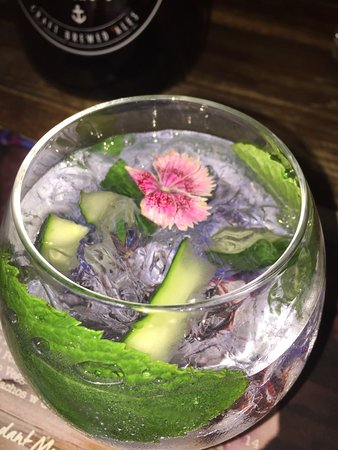 Grafton, Australien: Ink Gin with Mint & Cucumber - so refreshing!